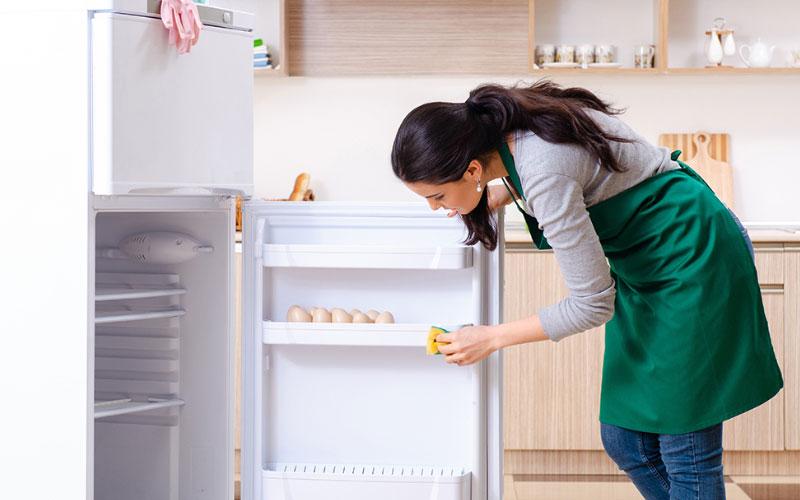 تمیز کردن درب یخچال