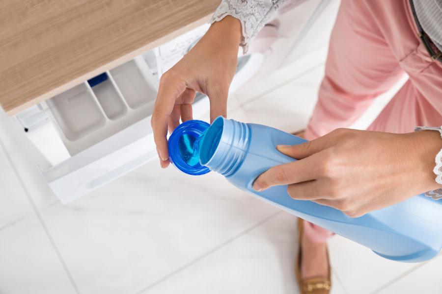شستن لباس در لباسشویی